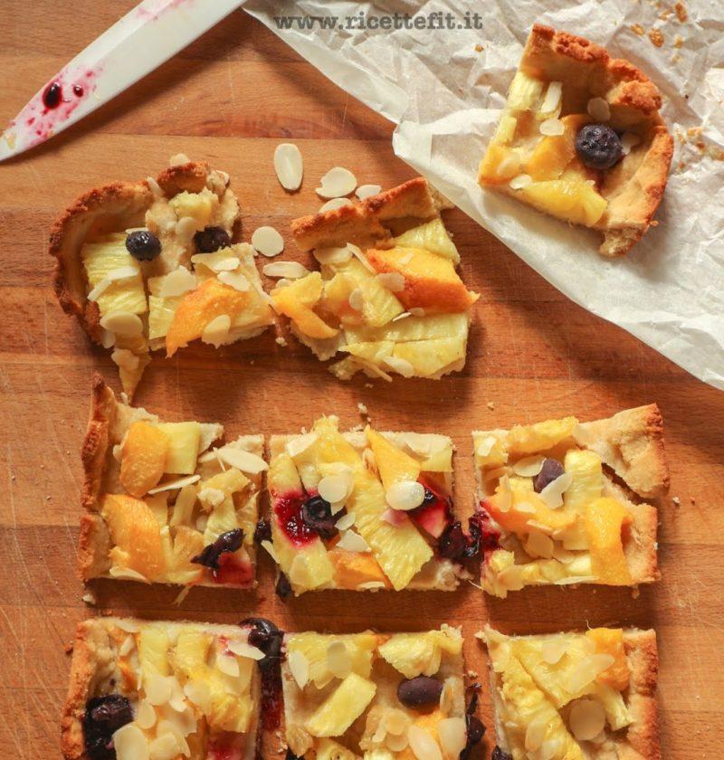 crostata senza glutine latte uova burro con frutta fresca LA VIE EST FIT