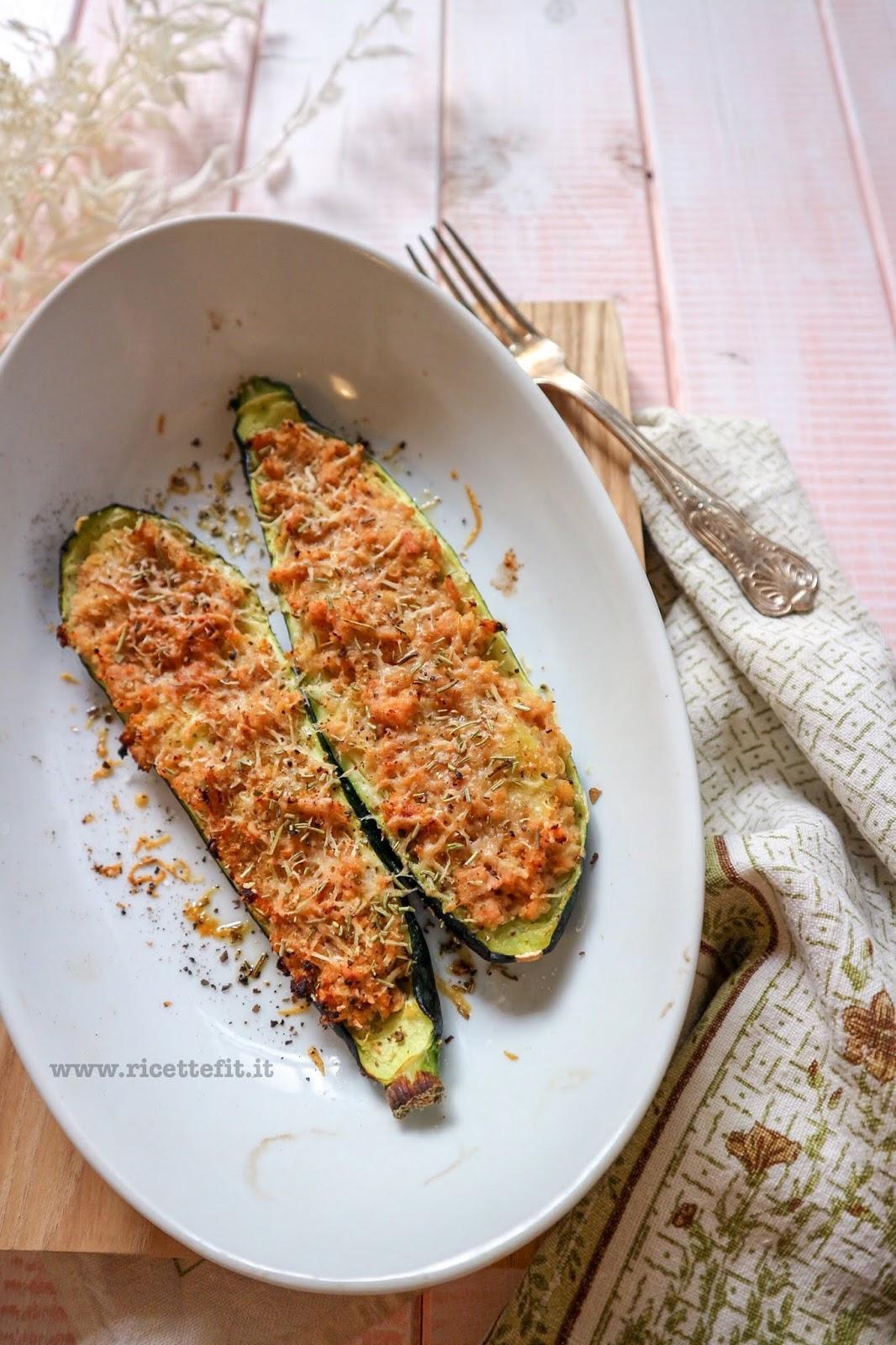 Ricetta Zucchine Ripiene Con Tonno.Ricette Fit Per Zucchine Ripiene Di Tonno Low Carb 150 Kcal Tuna Stuffed Skinny Zucchini La Vie Est Fit