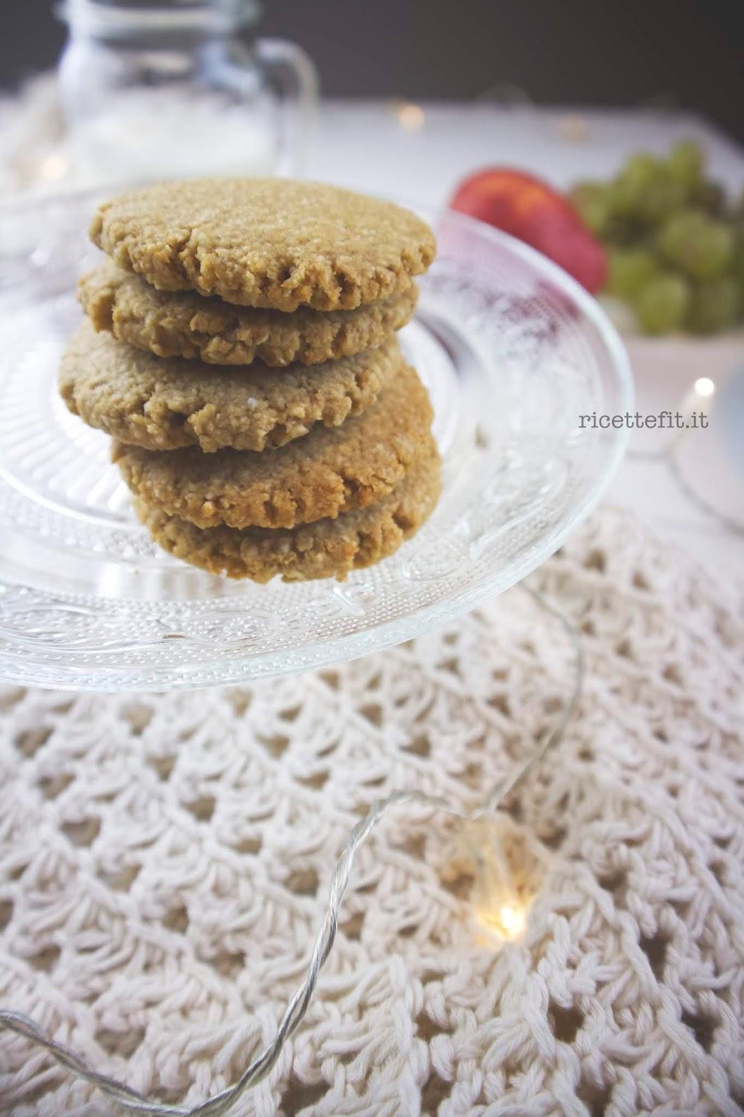 Biscotti senza glutine senza zucchero e vegan con il burro d'arachidi di LA VIE EST FIT