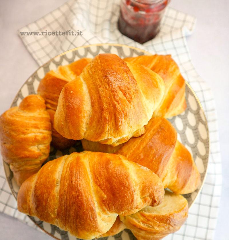 Ricetta Cornetti Brioche Senza Uova.Ricetta Dei Cornetti Sfogliati Senza Uova Ne Lattosio 250 Kcal Easy Vegan Croissants La Vie Est Fit