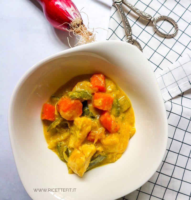 Pollo al curry light senza latte di cocco facile e veloce di LA VIE EST FIT