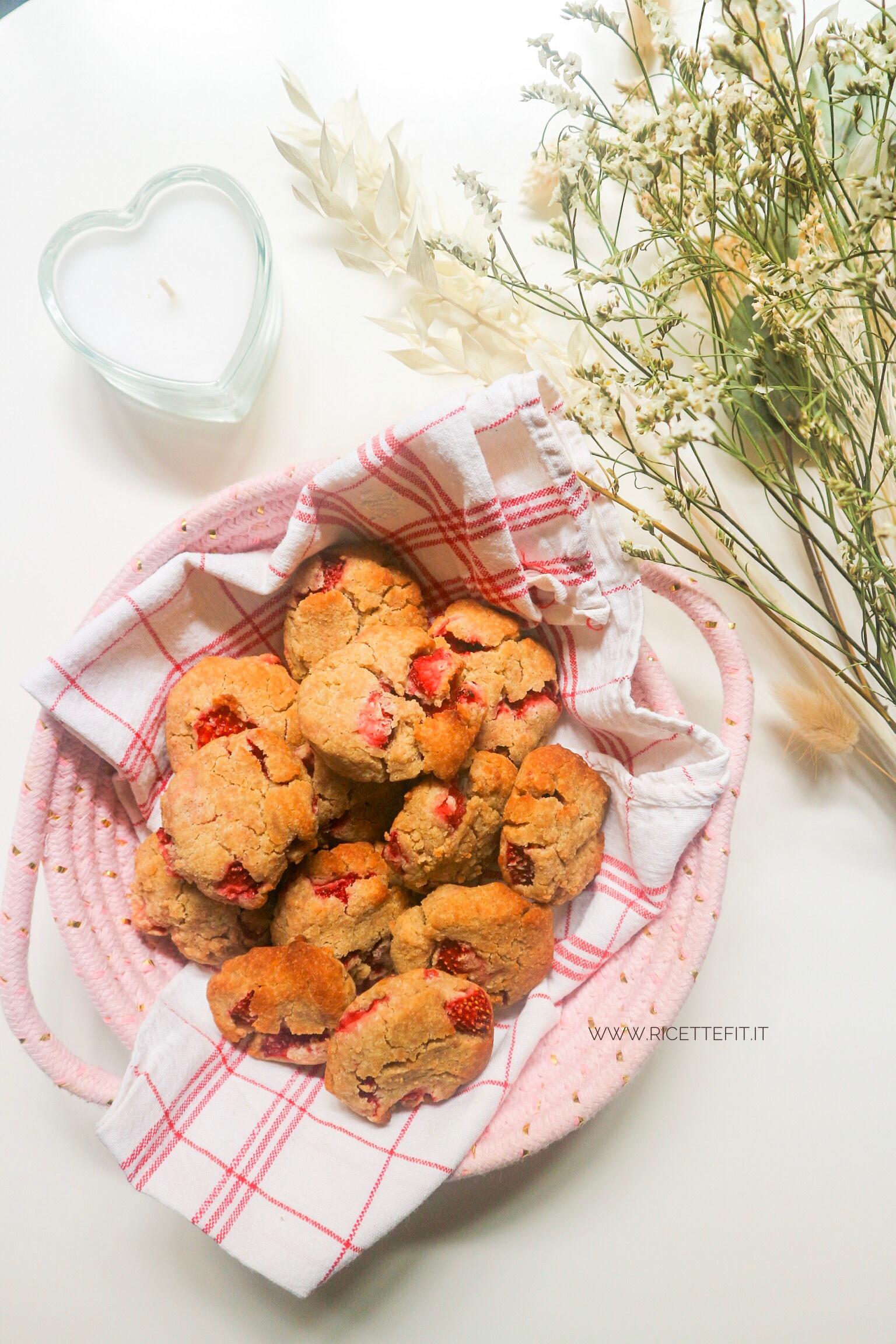 Biscotti morbidi alle fragole light senza glutine burro uova facili di LA VIE EST FIT