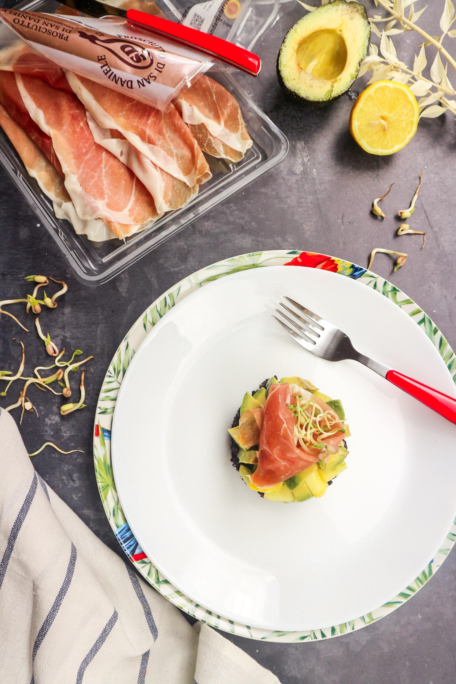 Tartare di avocado e riso venere con prosciutto di san daniele light di LA VIE EST FIT