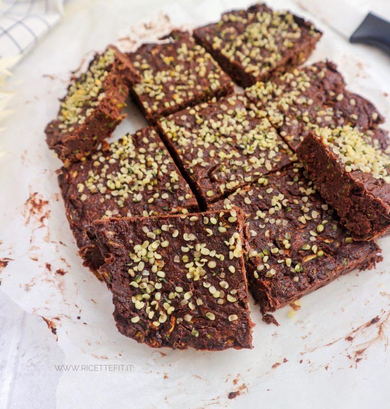 Brownies cacao e zucchine senza glutine lattosio uova vegan fit di LA VIE EST FIT