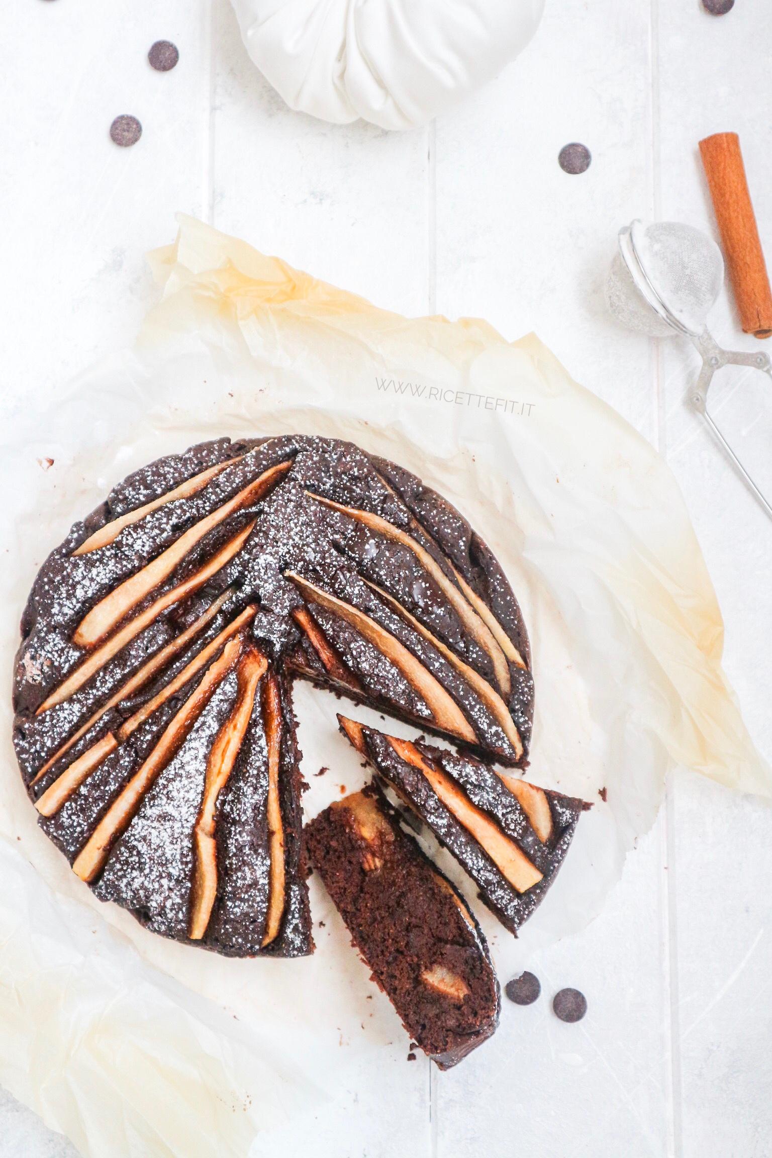Torta cacao pere farina di castagne vegan e senza grassi di LA VIE EST FIT