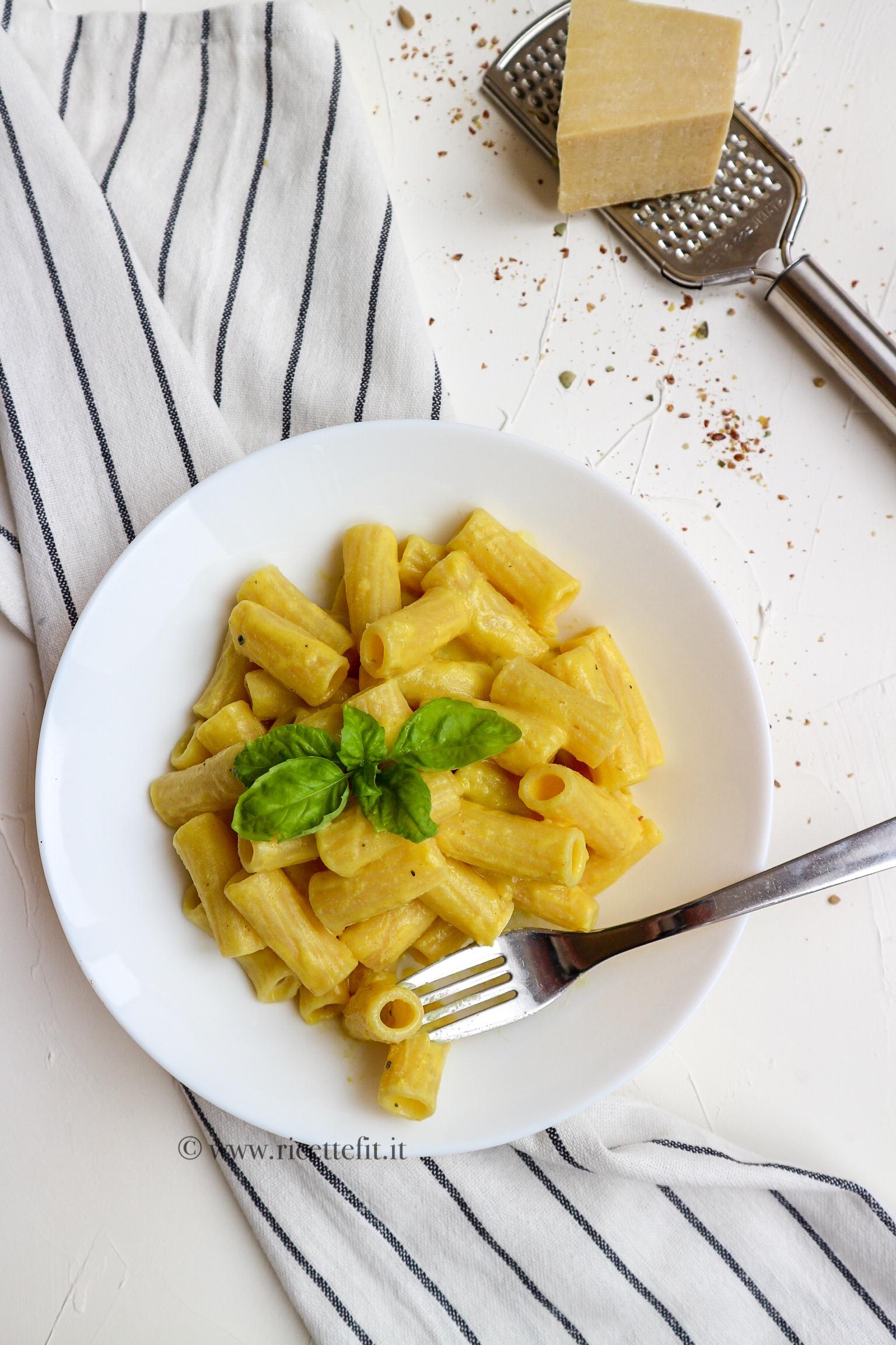 Carbonara vegana e light pasta cremosa con farina di ceci facile e veloce di LA VIE EST FIT